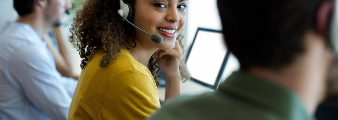 Adobe Stock Telefon Beraterin 3 153509724